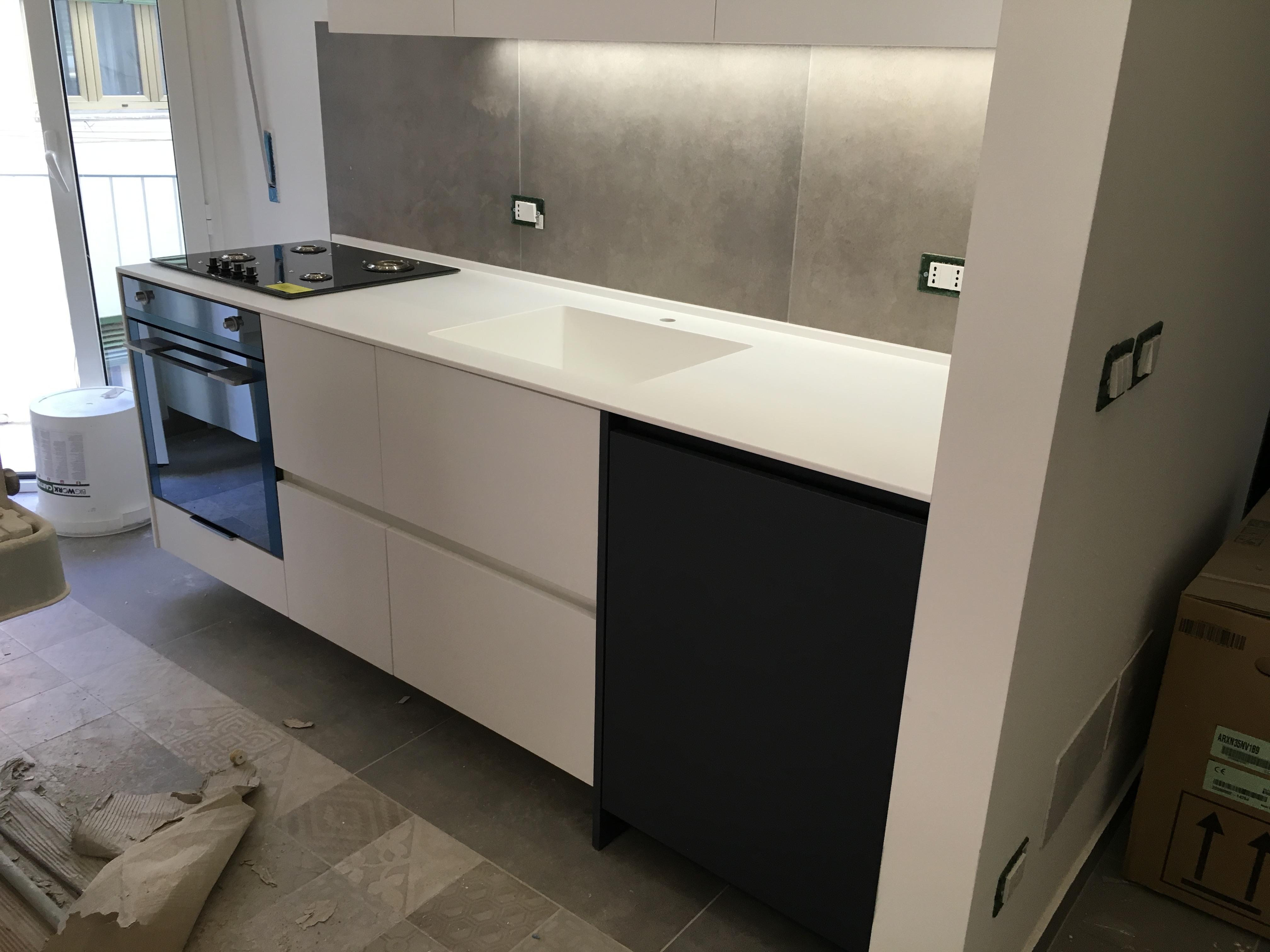 Idea risparmio ristrutturare una cucina sostituendo il top topstonedesign - Ristrutturare una cucina ...